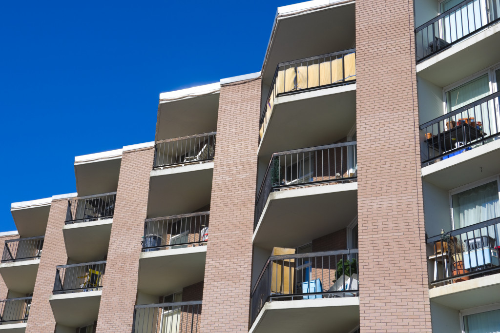 an image of an apartment complex