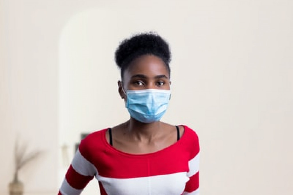 woman wearing a facemask